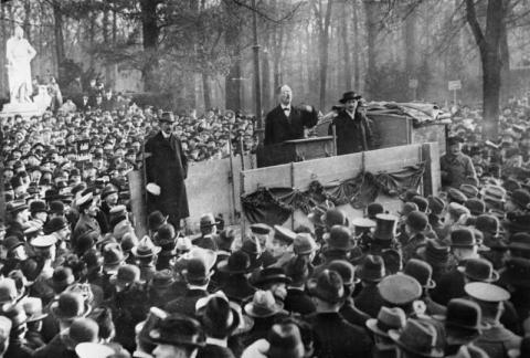 Karl Liebknecht auf einer Kundgebung