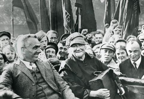 Begrüßung Clara Zetkins nach ihrer Rückkehr aus der SU in Berlin, 30.08.1927